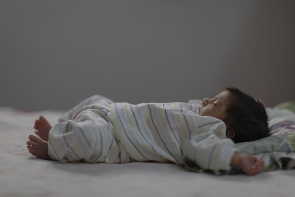 Bahaya Bayi Minum Air Ketuban Saat Lahir